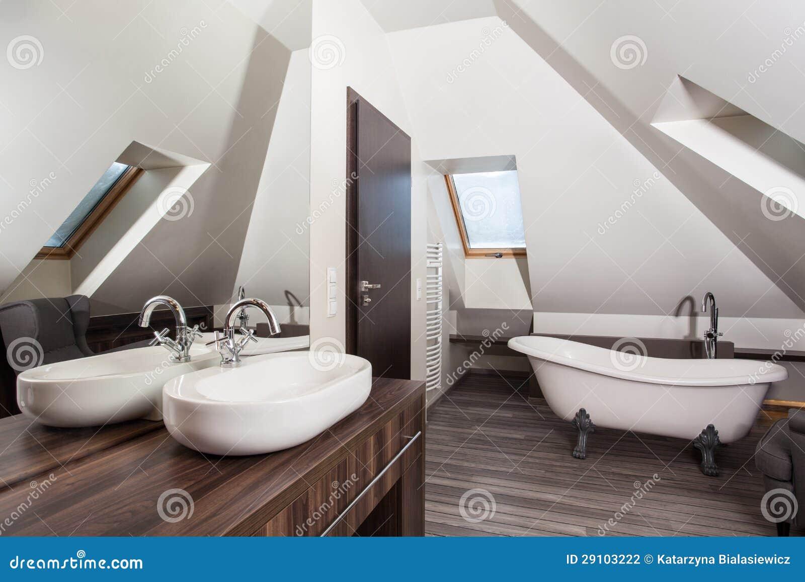 Landhaus badezimmer stockfoto bild von braun land 29103222 - Badezimmer landhaus ...