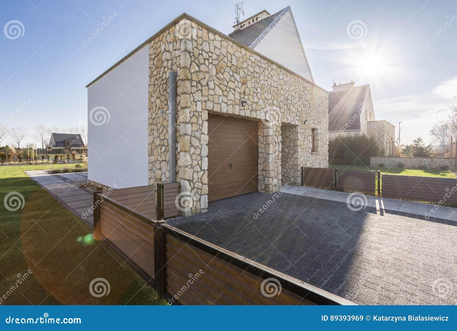 Landhaus Mit Holzernem Zaun Stockbild Bild Von Stonework Fassade
