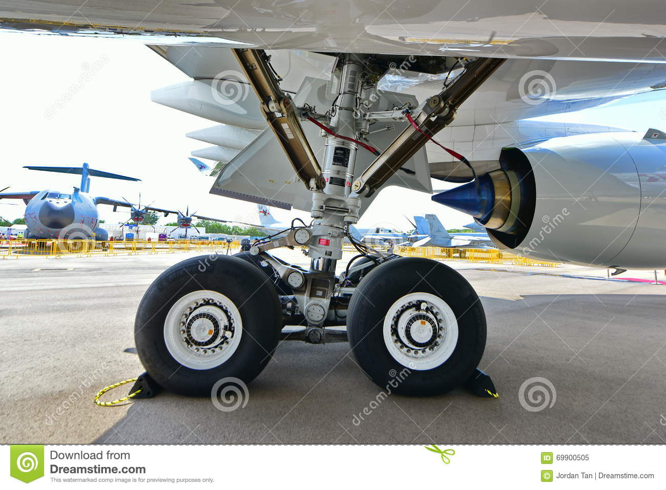 landing gear of qatar airbus a350 900 xwb at singapore airshow editorial image image of wheel gear vector art gear vector in dreams meaning