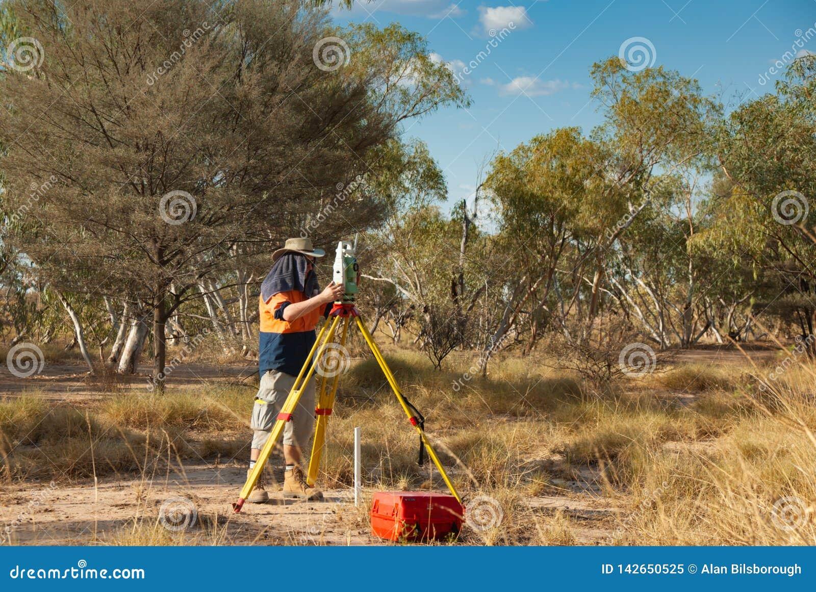 Landlandmeter die in het hete Australische binnenland werken