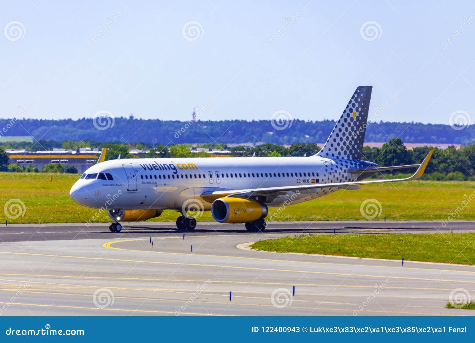 Landning och ankomster på den Vaclav Havel flygplatsen, Prague, Vueling Ai