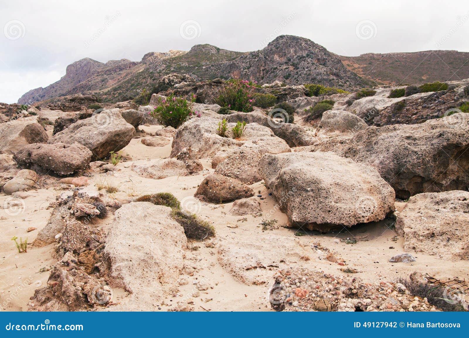 Landscape with boulders weathered stones sandstones for Landscaping rocks east bay