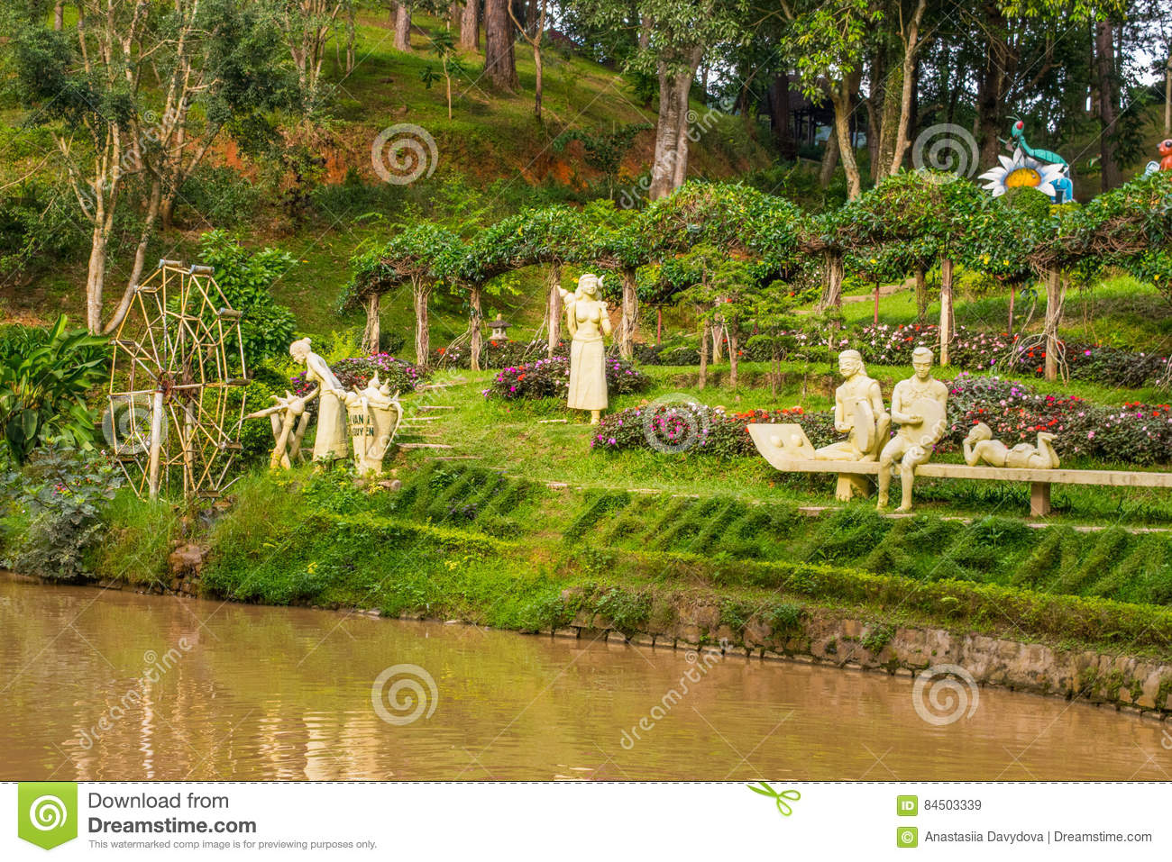 Attirant Download Landscape Design Of Relax Tropical Garden With Statues On A River  Side Editorial Stock Image