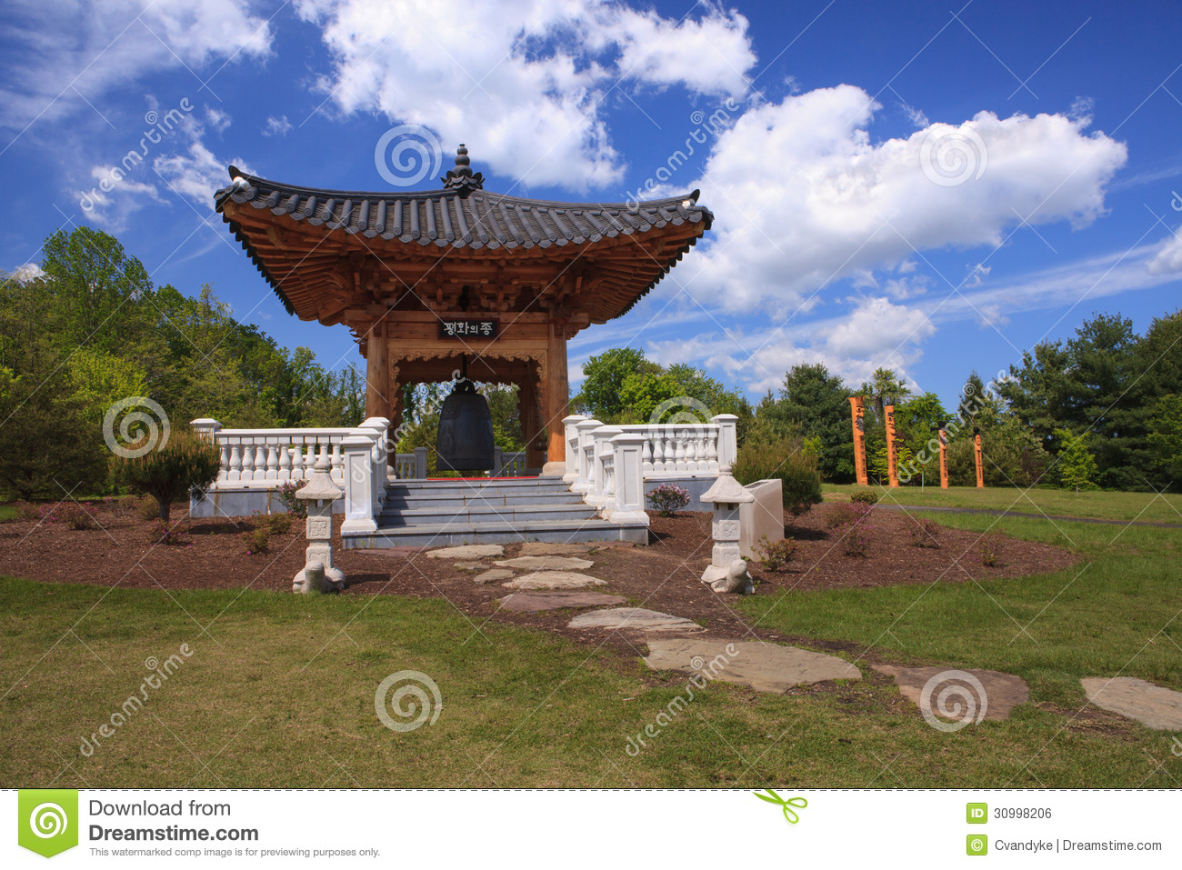 Korean Landscape Garden : Korean bell garden housed at meadowlark botanical gardens this