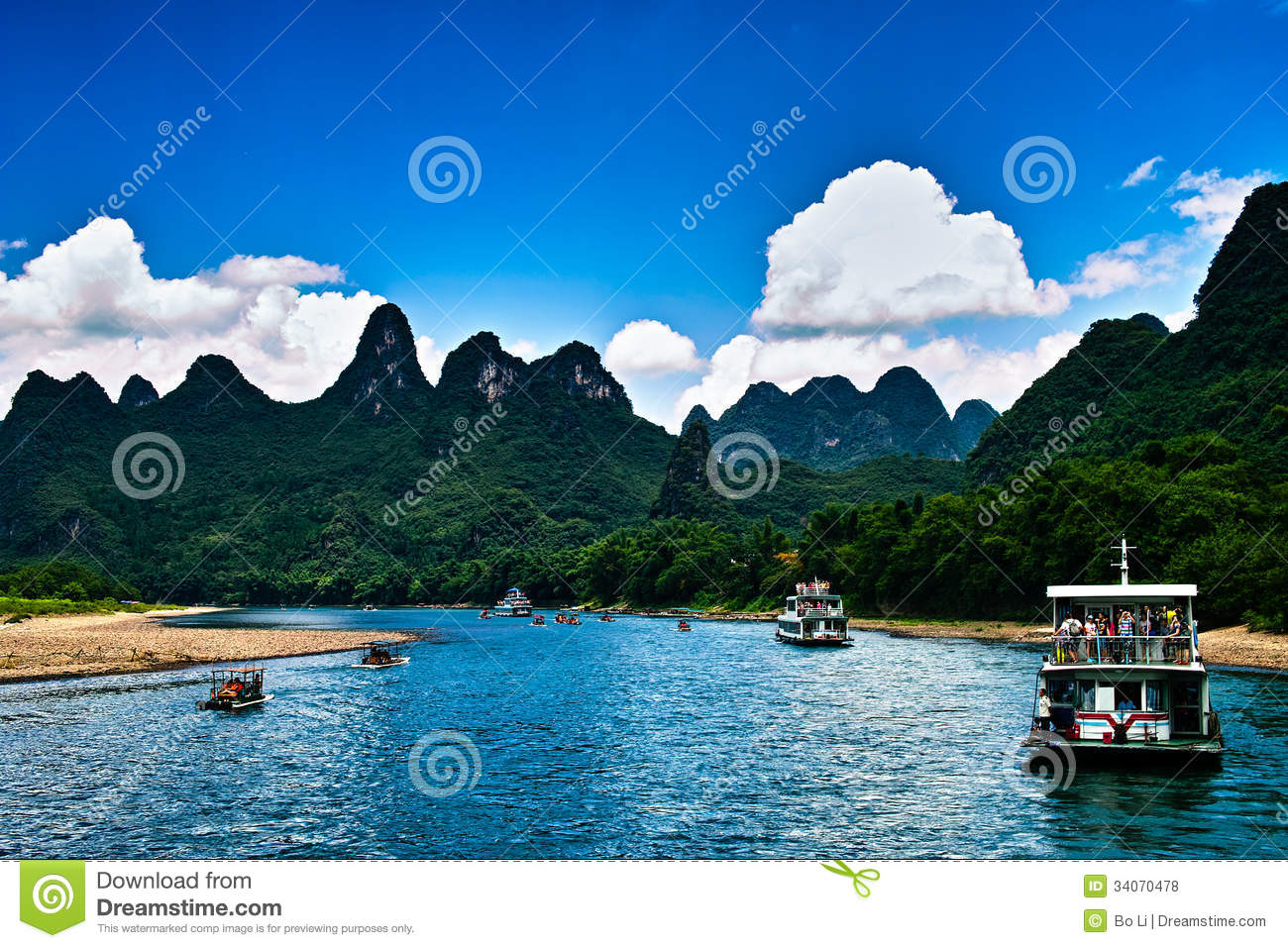 The boat trip on the lijiang river in holiday