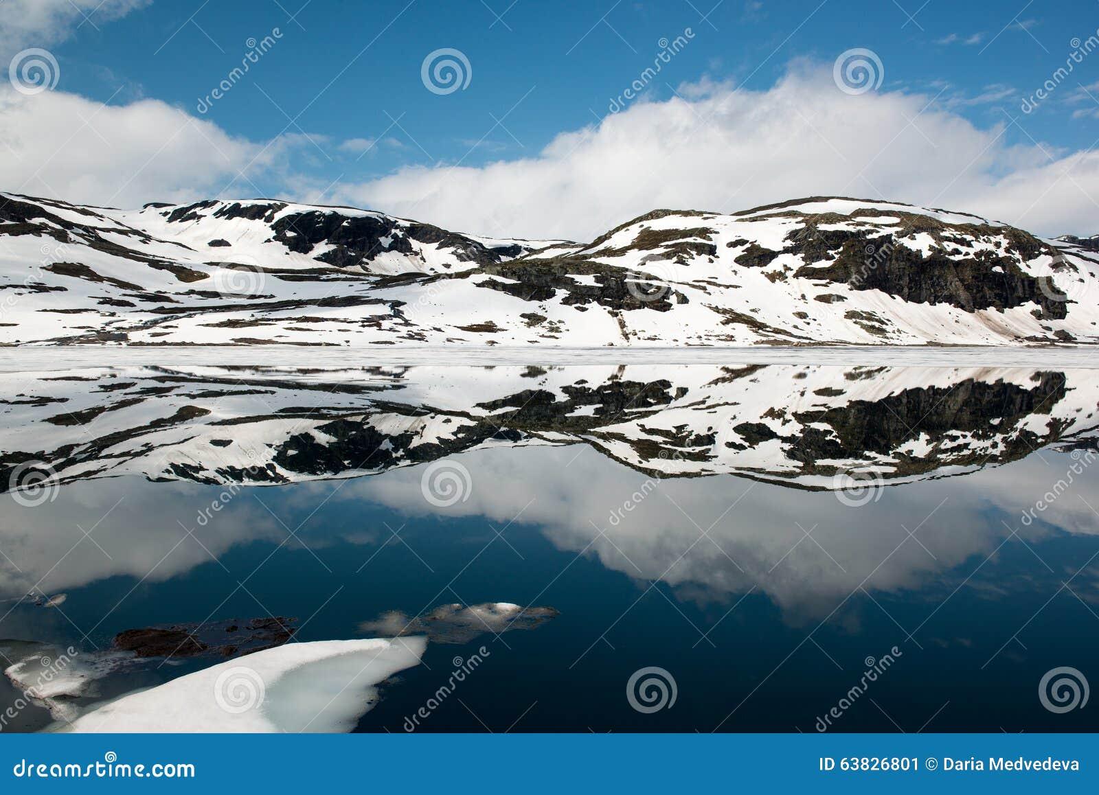 sky blue mountain reflection - photo #15