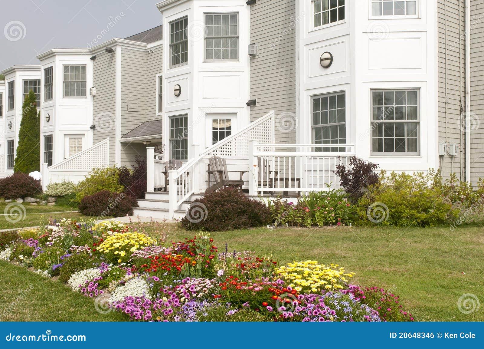 Landscaped flowerbeds квартиры