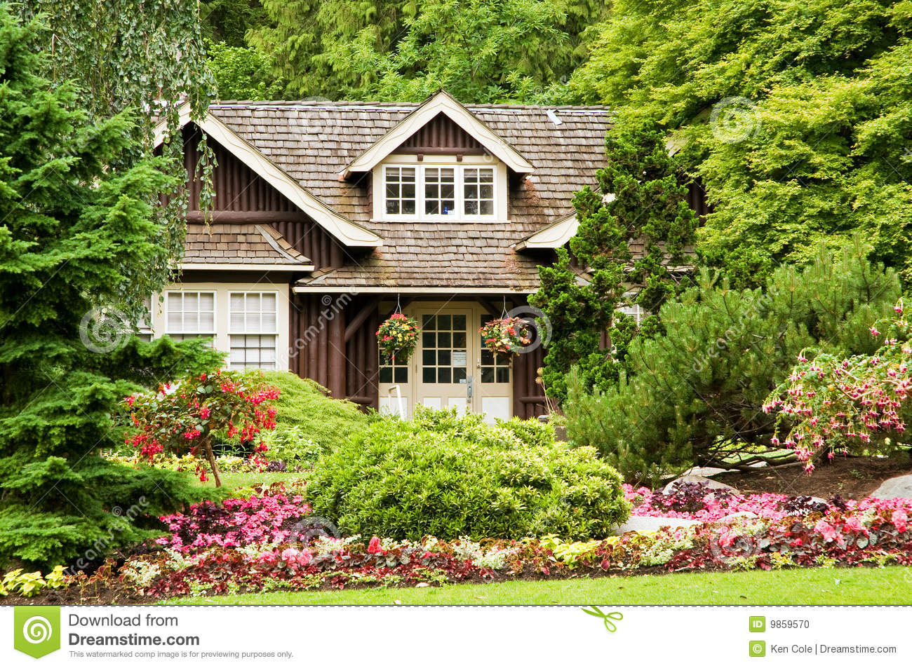 Landscaping Pictures For Log Homes : Landscaping log cabin stock photo image
