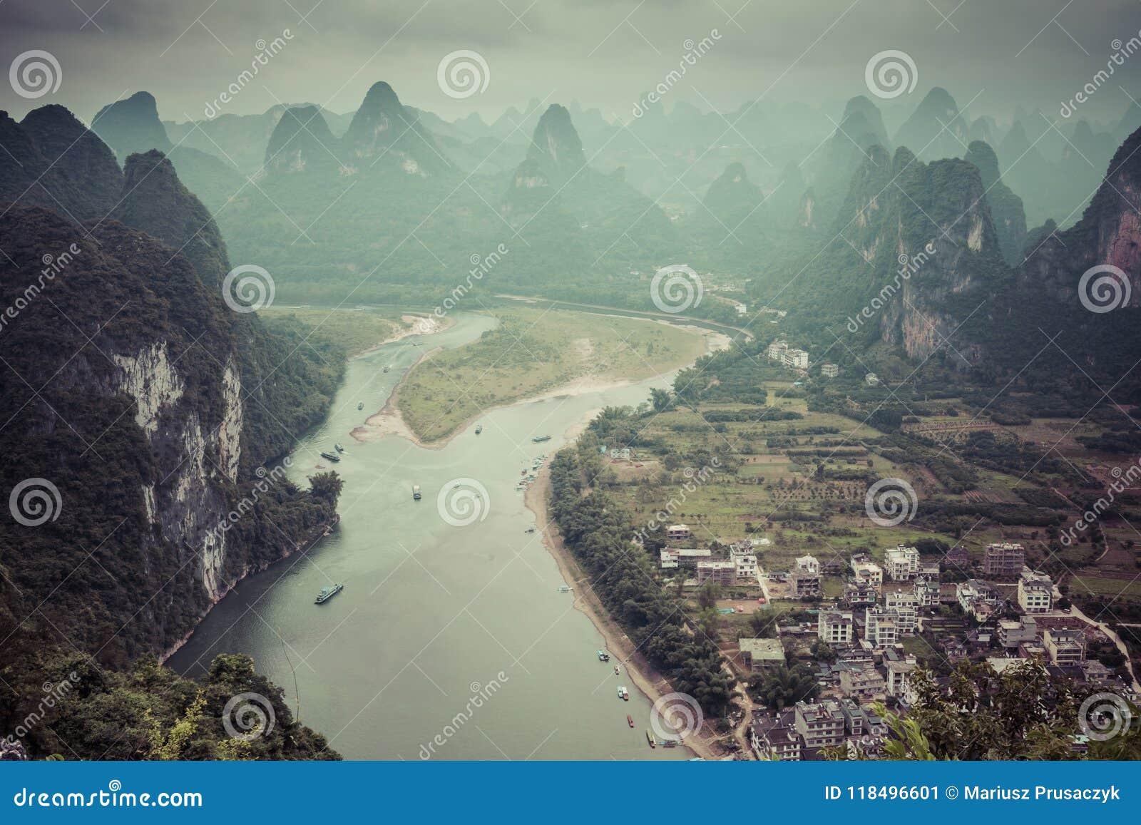 Landschaft von Guilin-, Li River- und Karstbergen Nahe gefunden