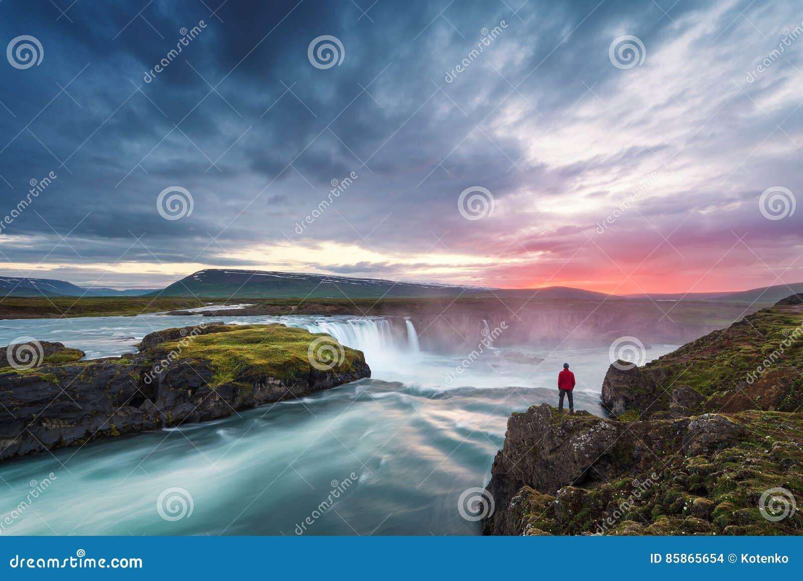 Landschaft von Island mit Godafoss-Wasserfall