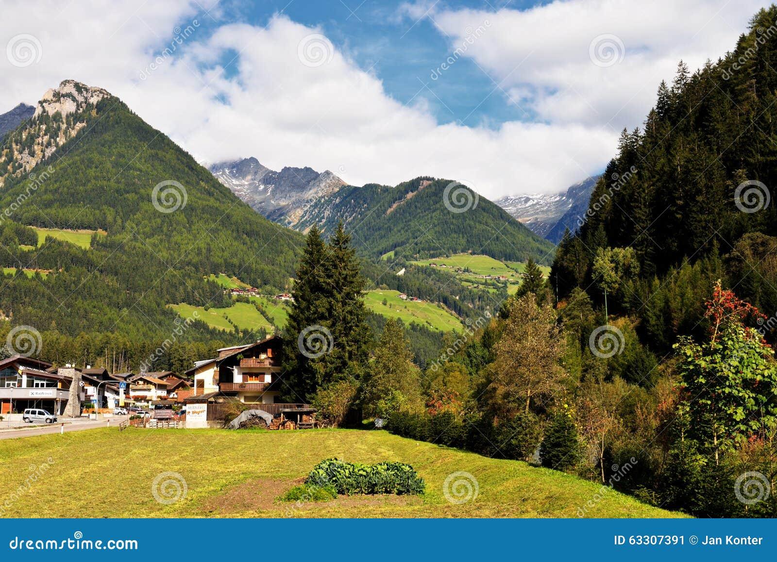 landschaft von maranza southtirol italien redaktionelles foto bild 63307391. Black Bedroom Furniture Sets. Home Design Ideas