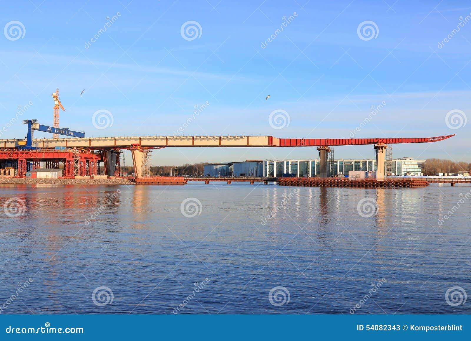 Landschap met de bouw van de brug