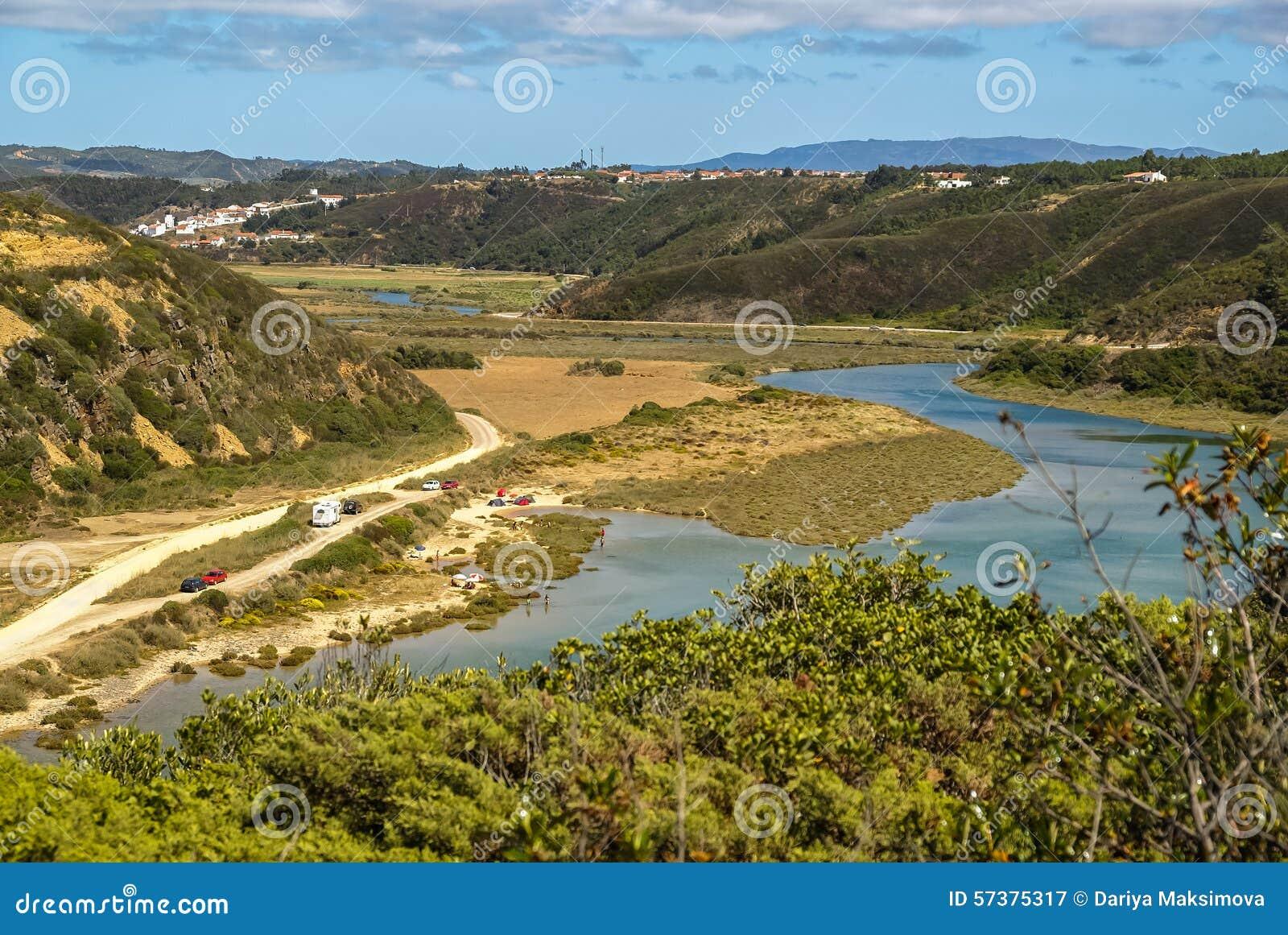 Landschap met rivier Mira bij Vila-nova DE Milfontes, Portugal