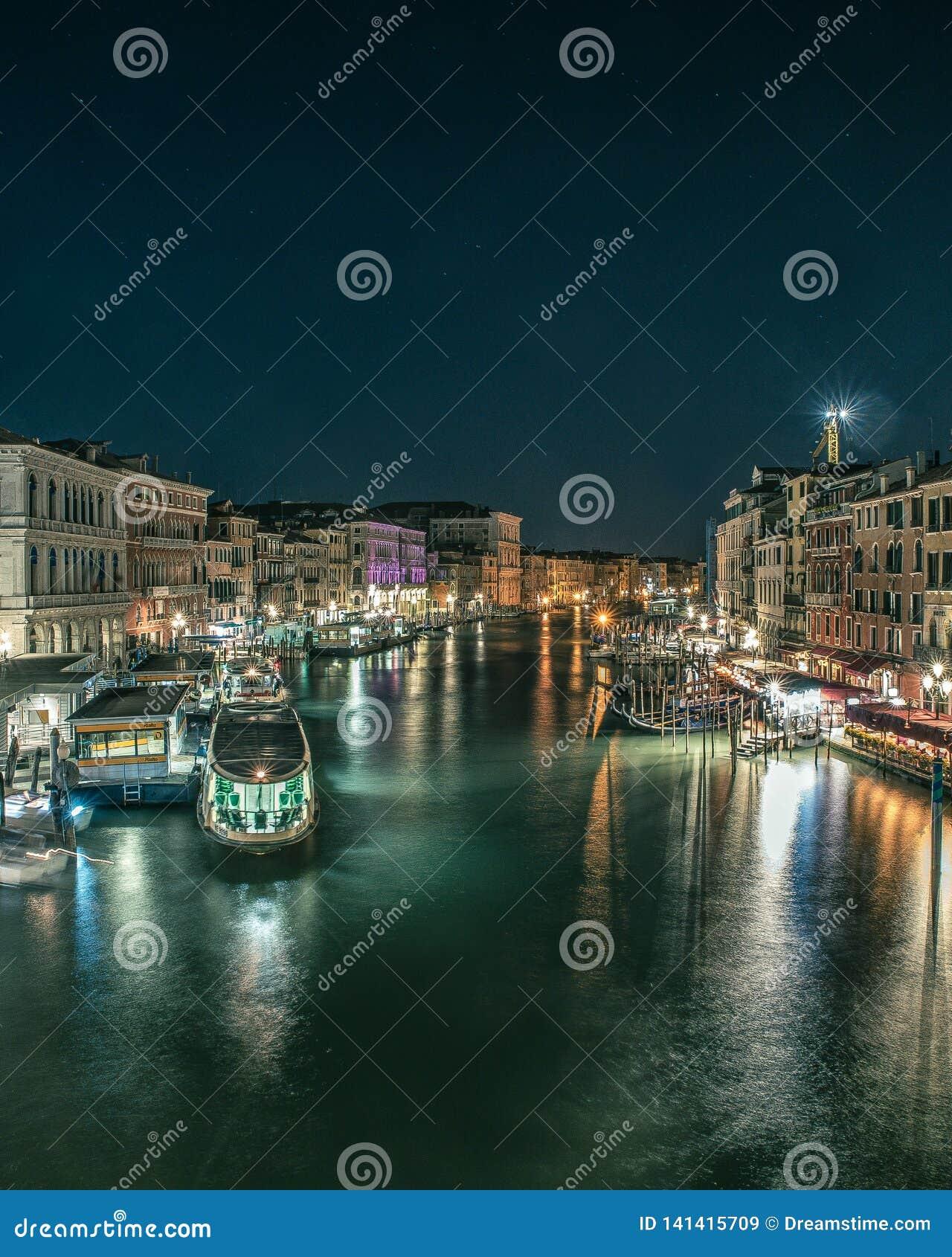 Landschap in Venetië van de Brug van Rialto