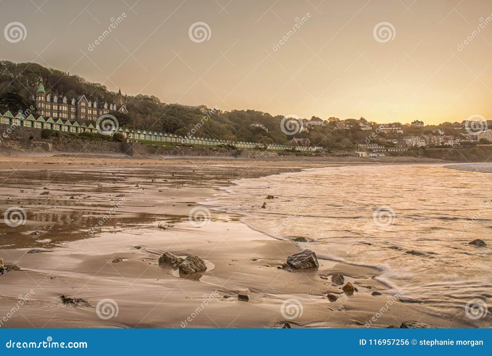 Landschapsbeeld van Langland-baai in Swansea