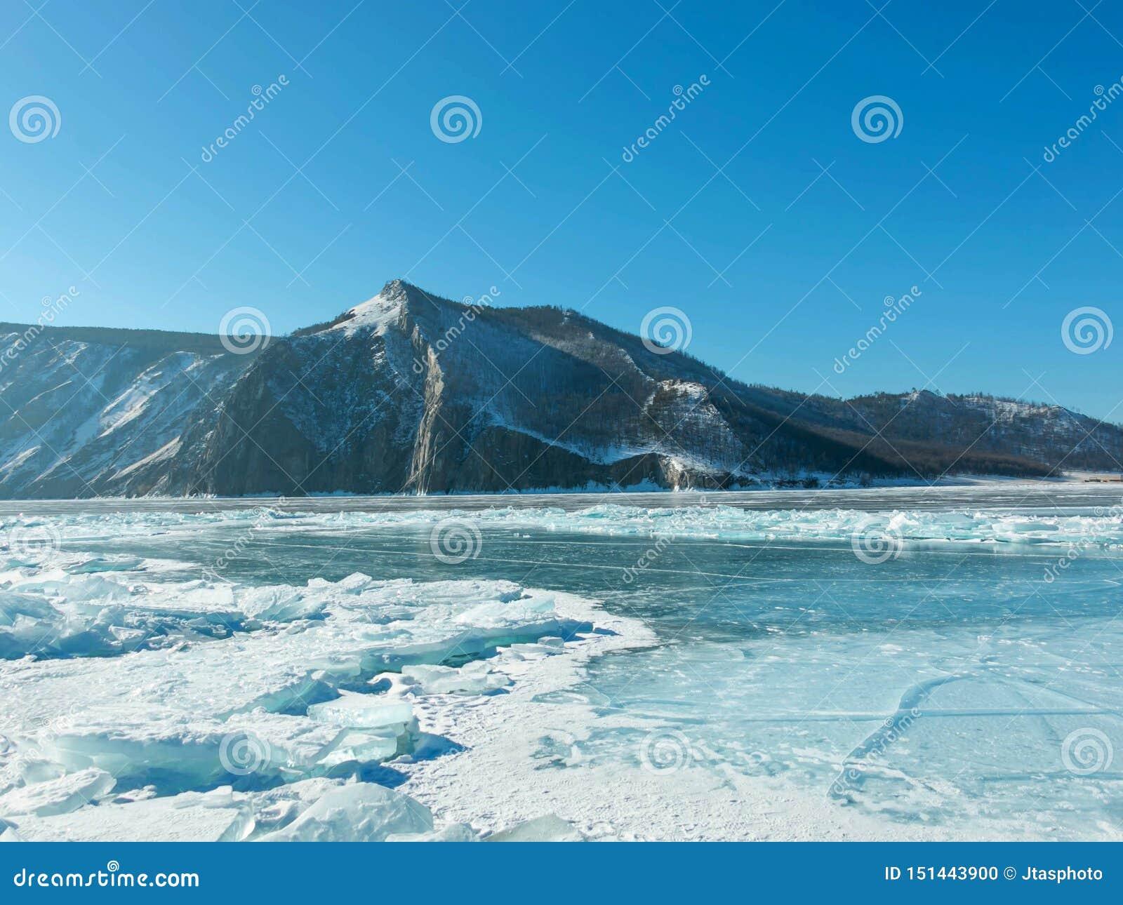 Landschapsfoto van Bevroren Meer Baikal in Siberië; Russische Federatie