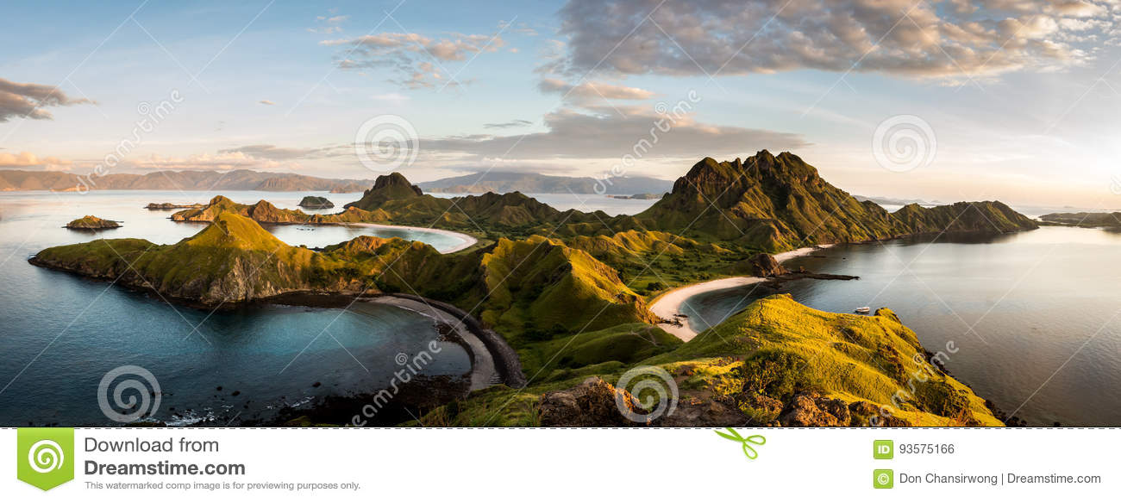 Landschapsmening vanaf de bovenkant van Padar-eiland in Komodo-eilanden, F