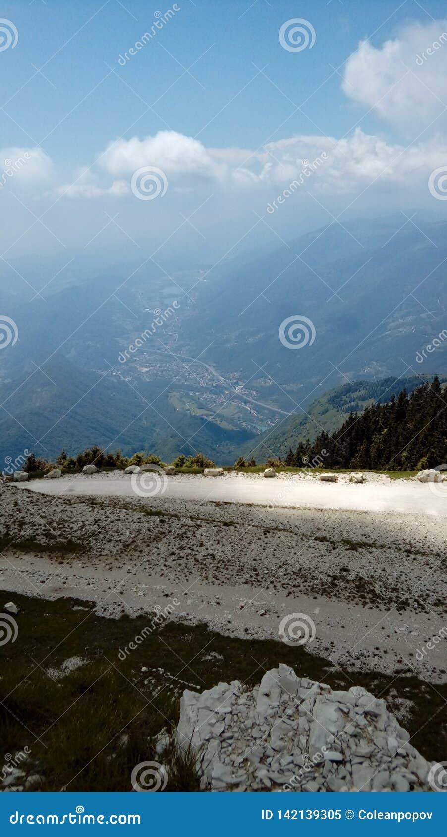 Landskap av bergnaturen