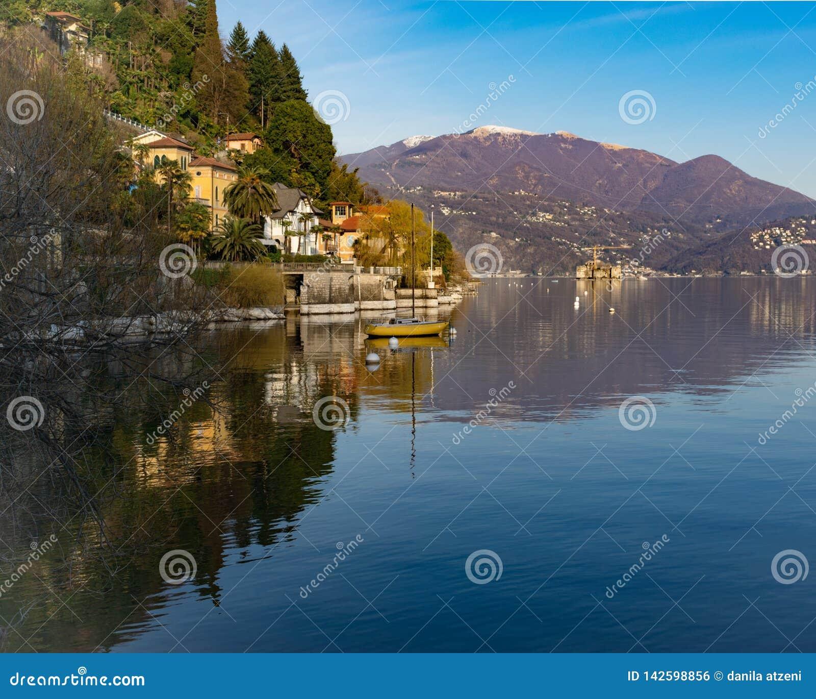 Landskap av Cannero Riviera, Lago Maggiore, Italien