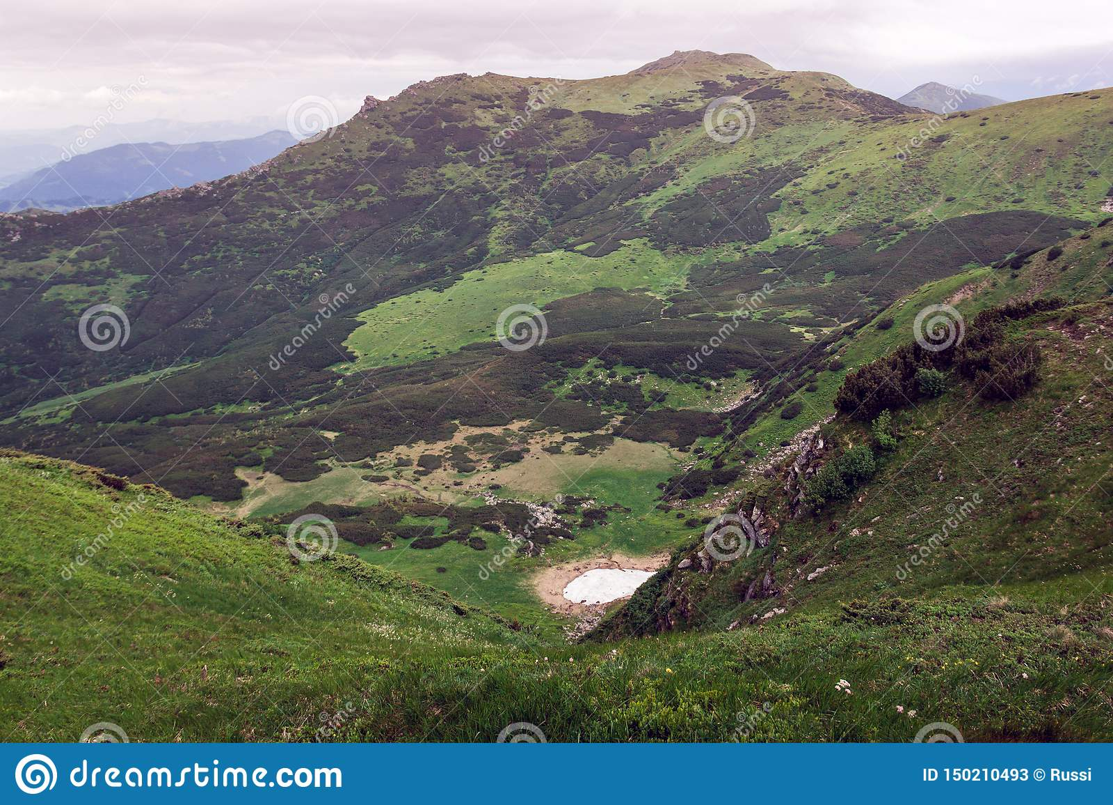 Landskap av Carpathians berg