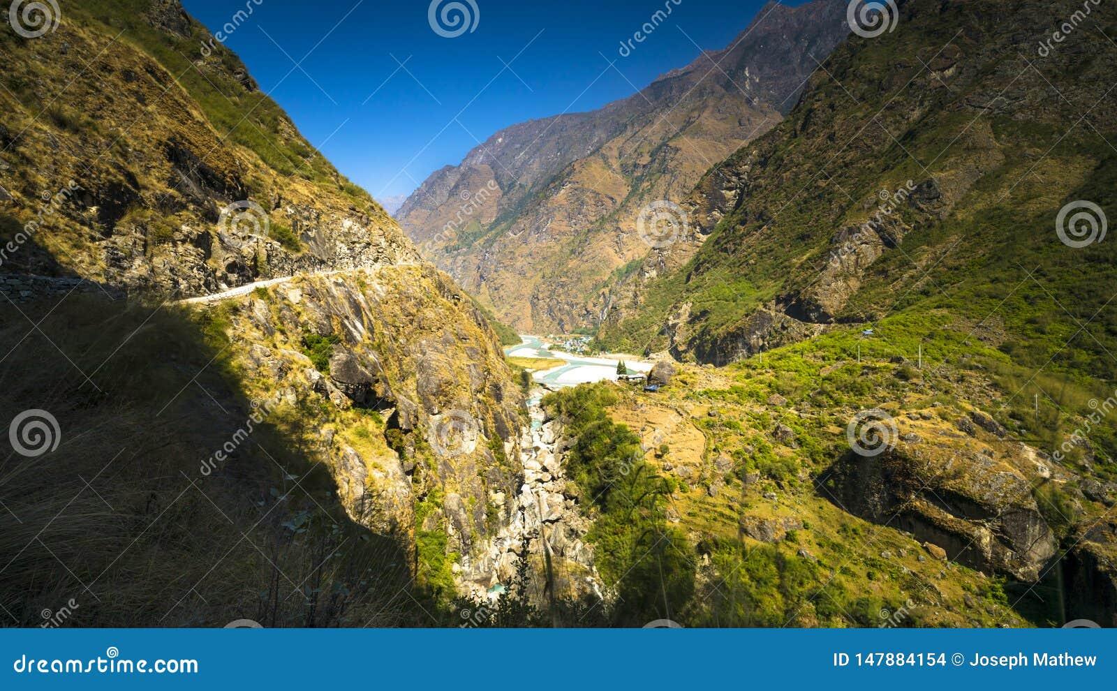 Landskap av manangområdet på vägannapurnaströmkretsen