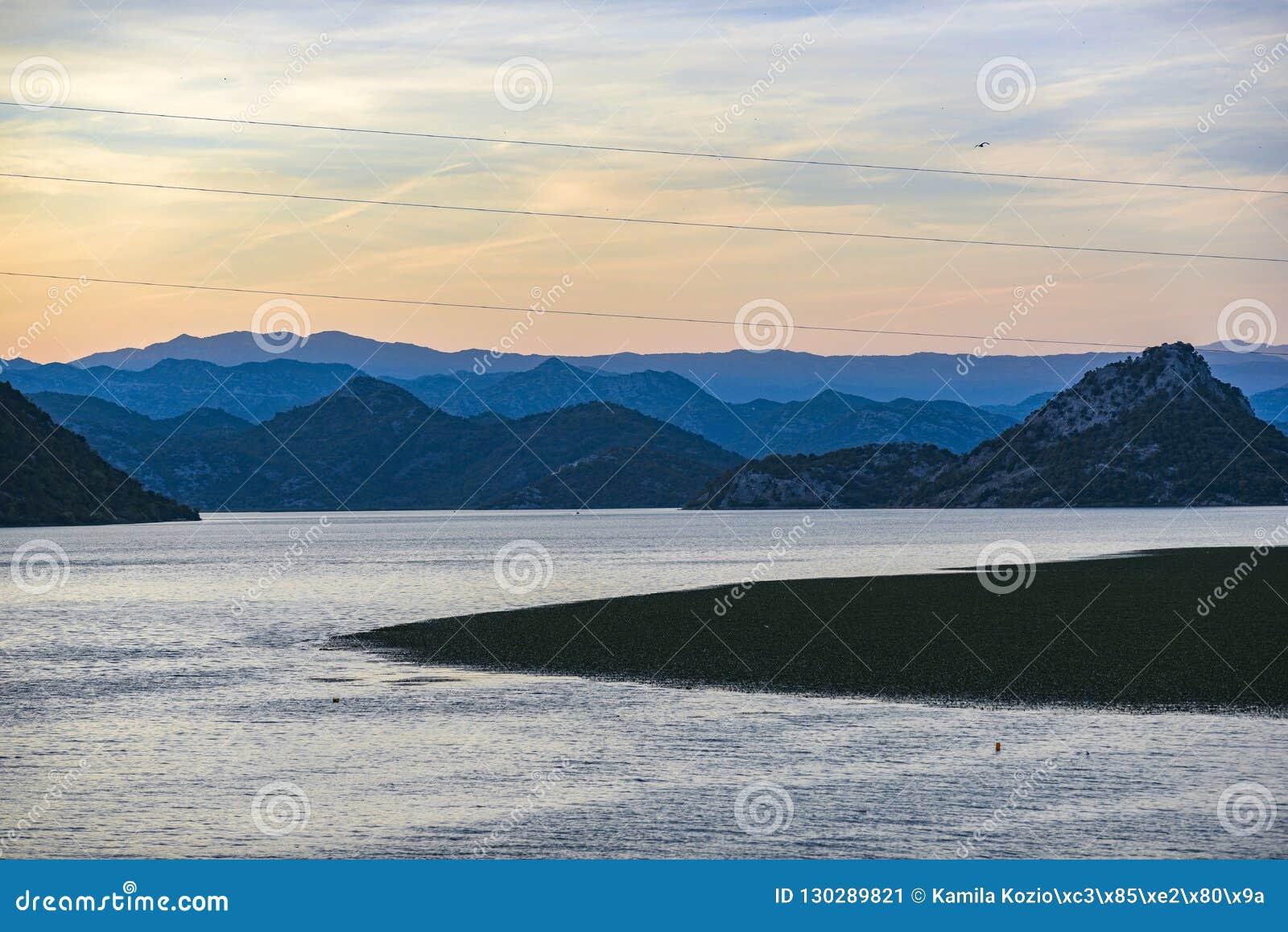 Landskap av Skadar sjön i Montenegro