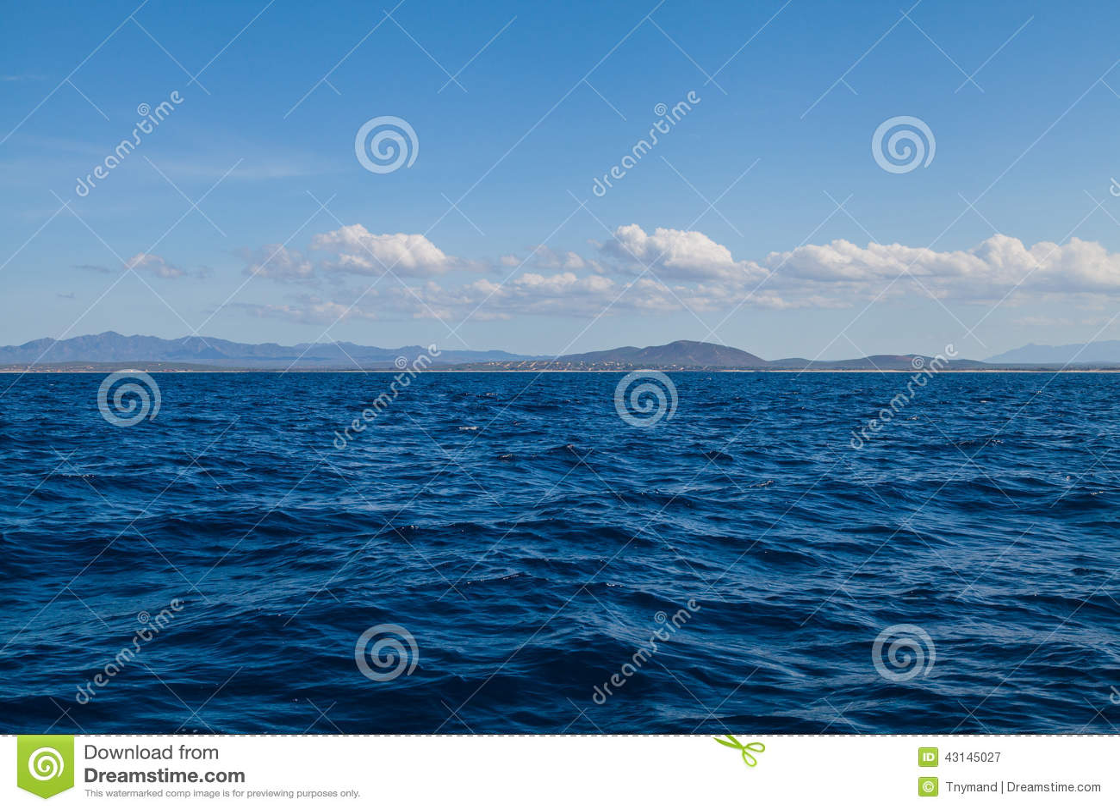 Landskap för bakgrund för blått havshav och för blå himmel tropiskt