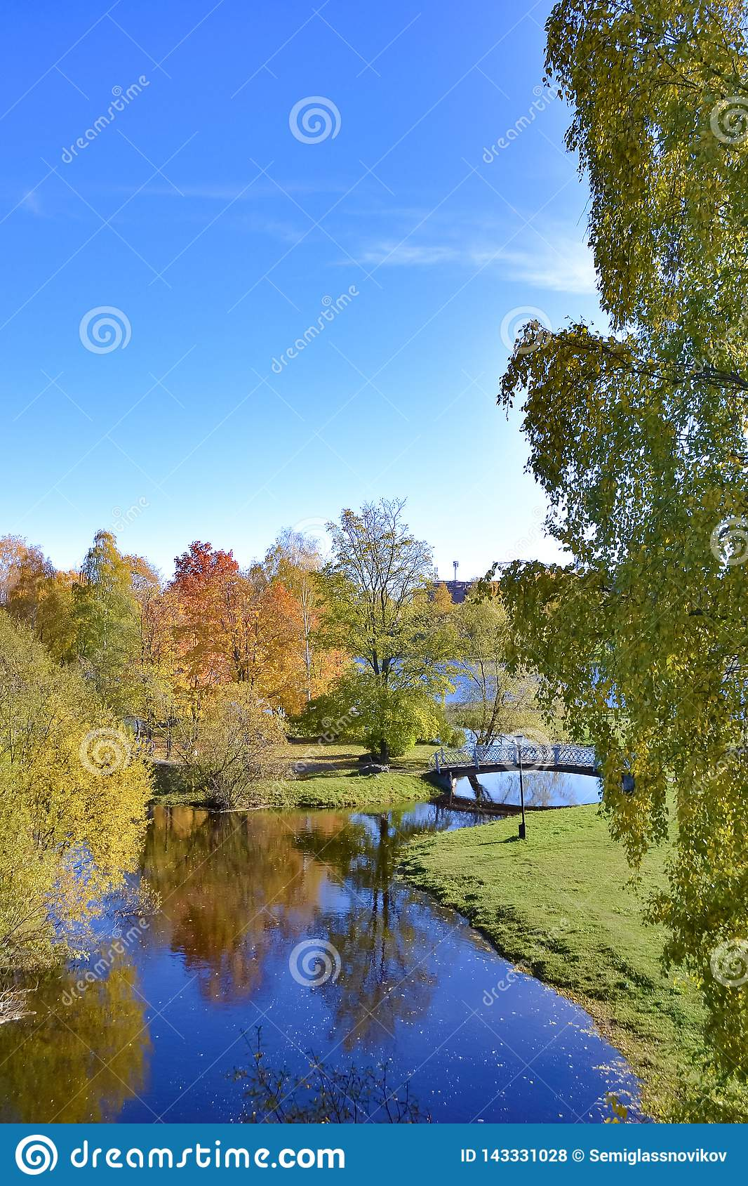 Landskap med floden, h?sttr?d och bron