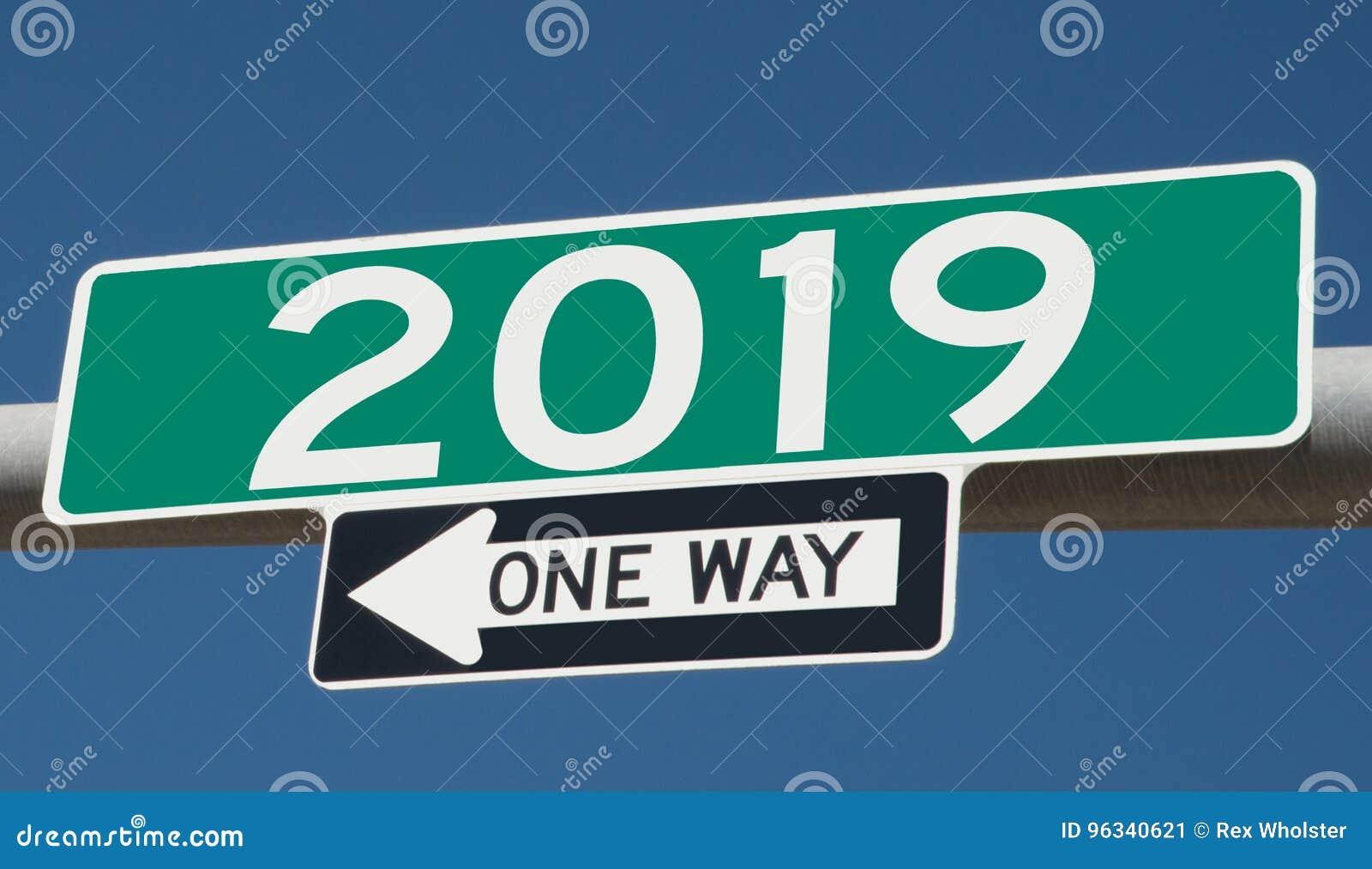 Landstraßenzeichen mit 2019 und EINER MÖGLICHKEIT