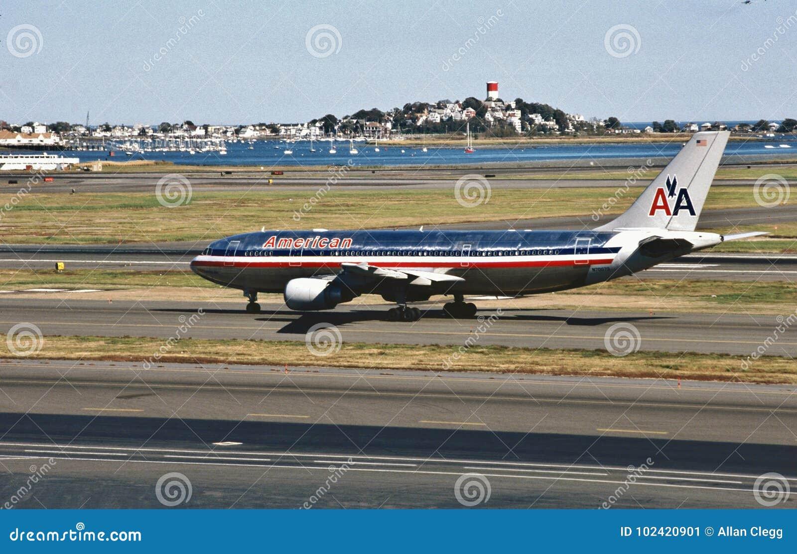Landung American Airliness Airbus A300 bei Bostons Logan International Airport am 4. November 1998 nach einem Flug von Miami