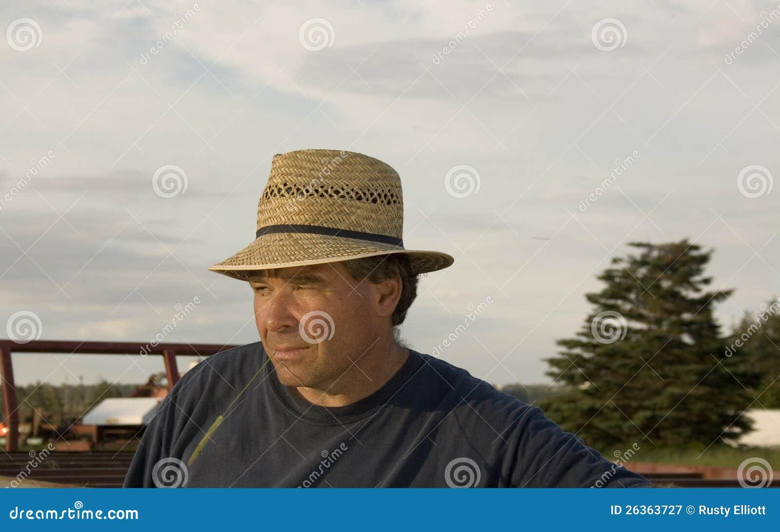 Landwirt mit einem Strohhut