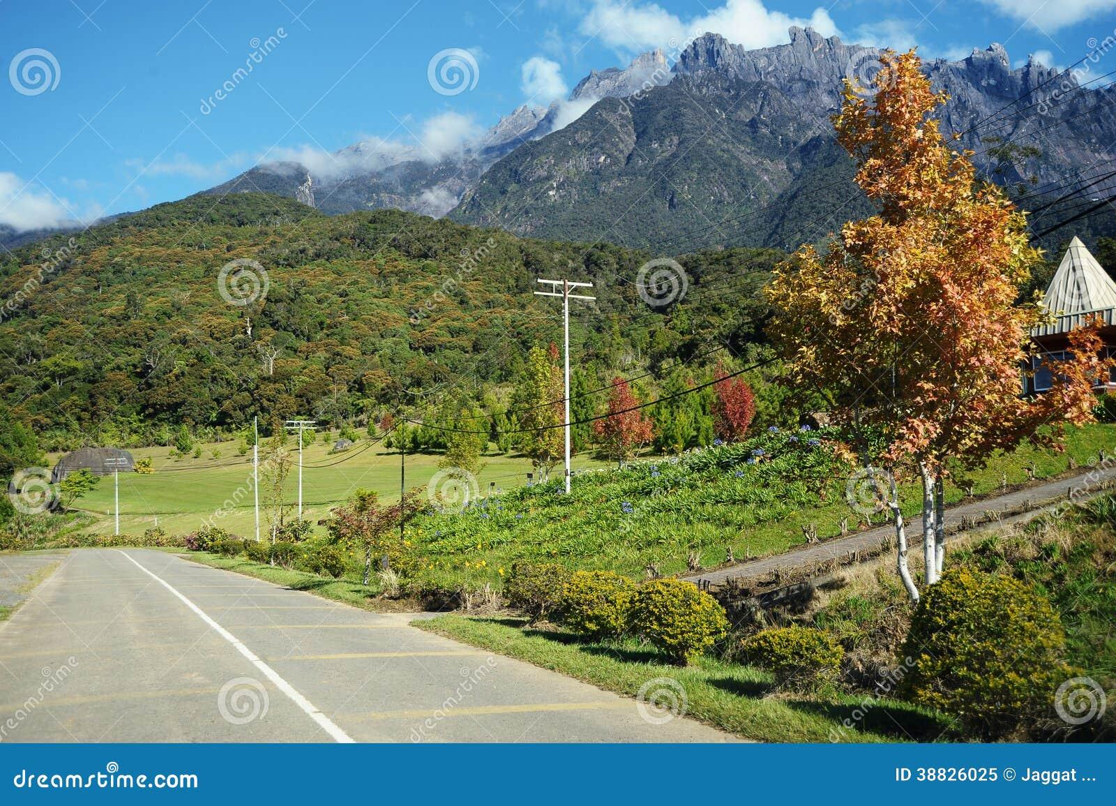 Landwirtschaftstal nahe Kinabalu-Berg
