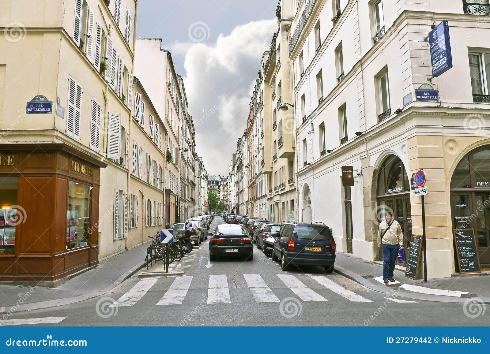 Lane i mitten av Paris.