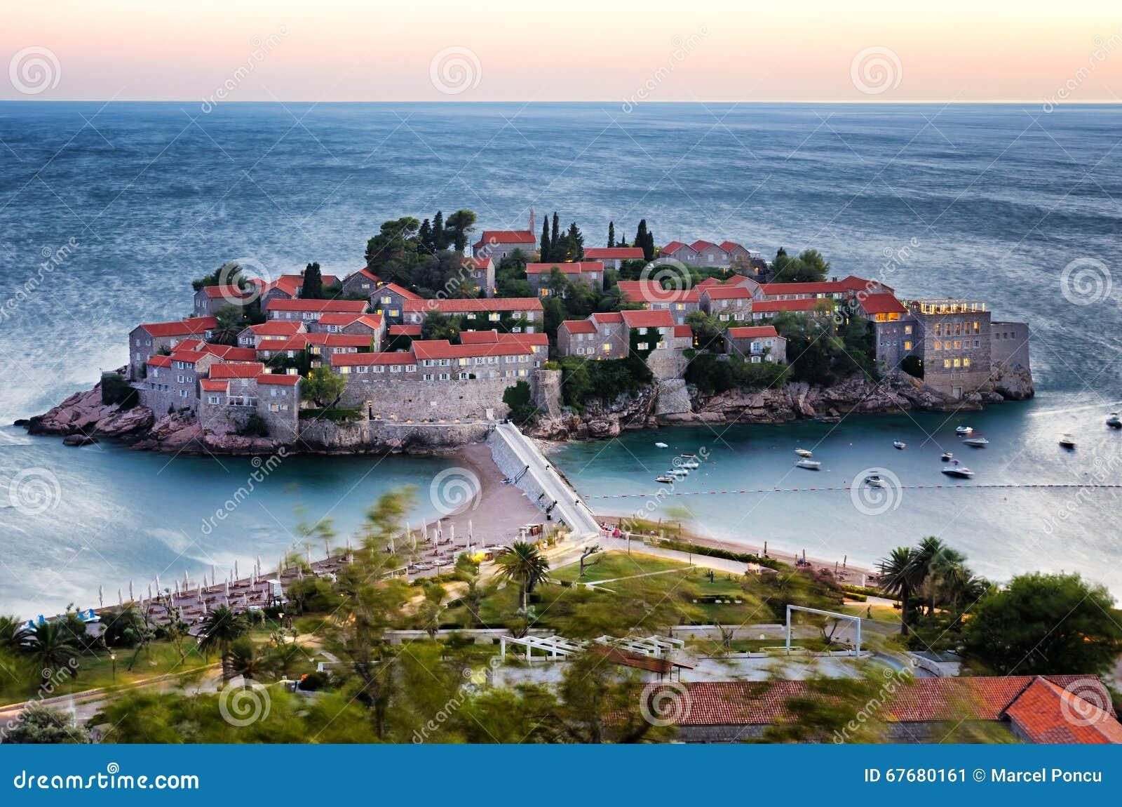 Lange blootstelling van het eiland van sveti stefan in budva montenegro bij twi stock foto - Tafelhuis van het wereld lange eiland ...