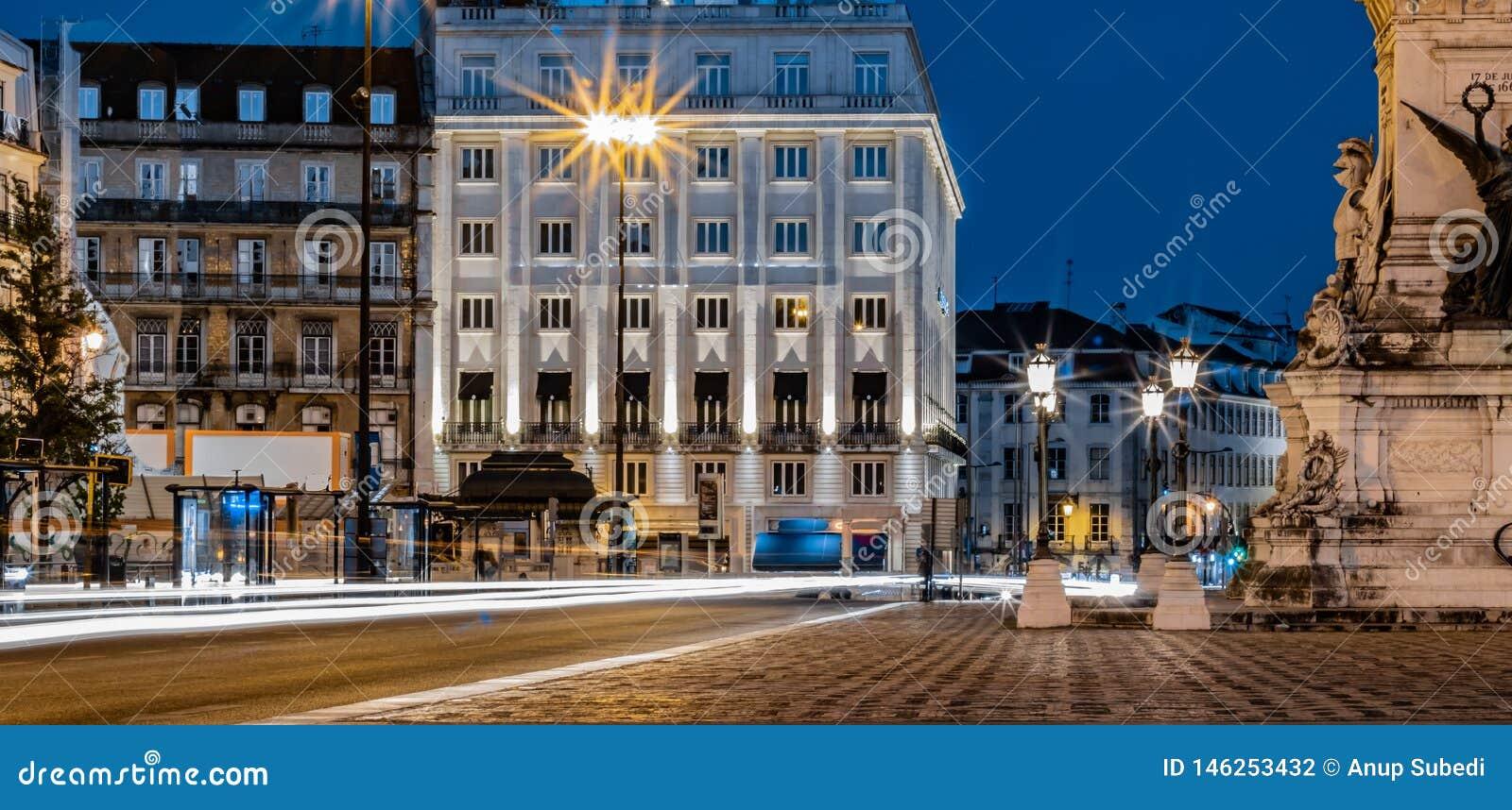 Lange die blootstellingsfoto in Praça-Dos Restauradores, Lissabon wordt genomen