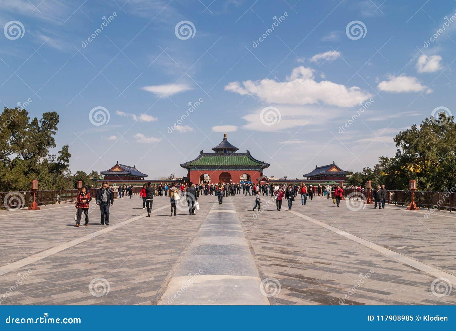 Lange gang aan ingang aan tempel van hemel peking redactionele