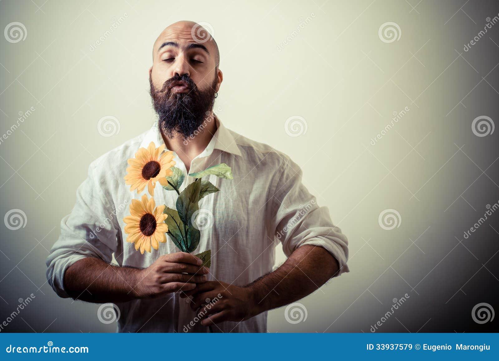 Langer Bart Und Schnurrbartmann Der Blumen Gibt Stockbild Bild
