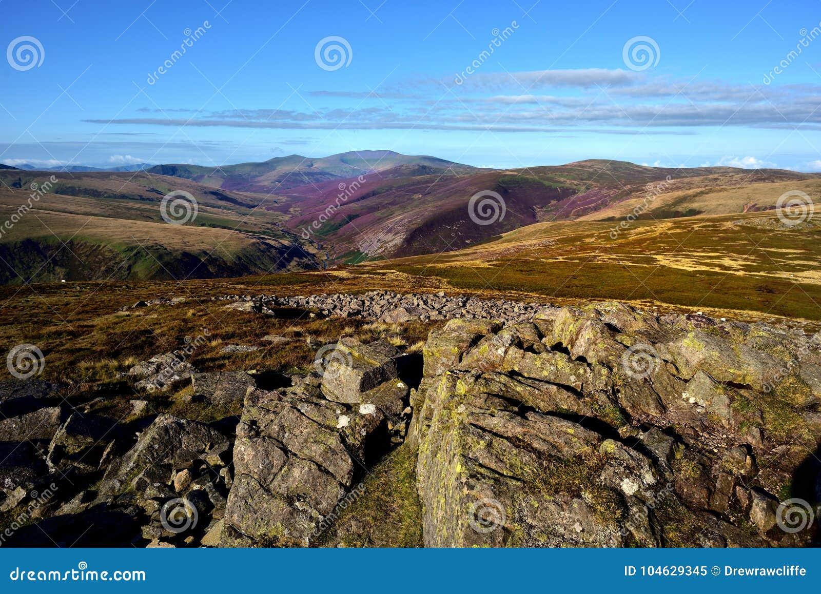 Download Langs De Cumbria-Manier Aan Skiddaw Stock Afbeelding - Afbeelding bestaande uit schotland, autumn: 104629345