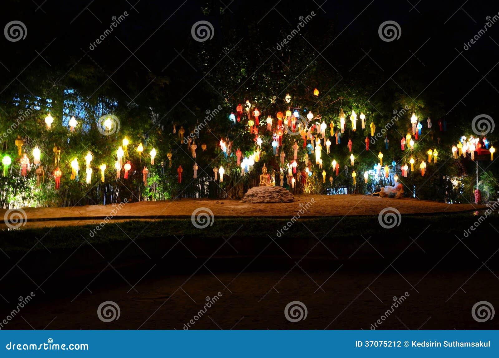 Download Lanna Lampiony, Tajlandzki Styl Lampiony Przy Loi Krathong Festiwalem Ja Zdjęcie Stock - Obraz złożonej z jaskrawy, chińczyk: 37075212