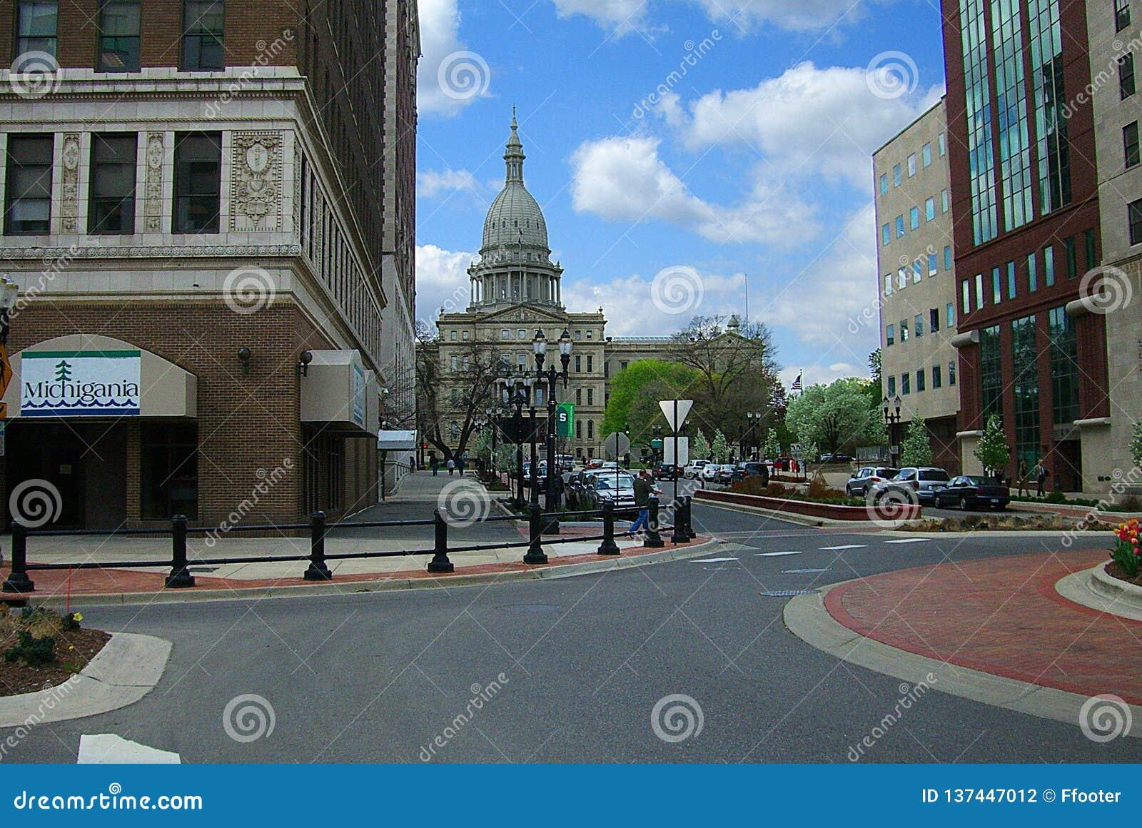 Lansing, Michigan met de het Capitoolbouw van de Staat