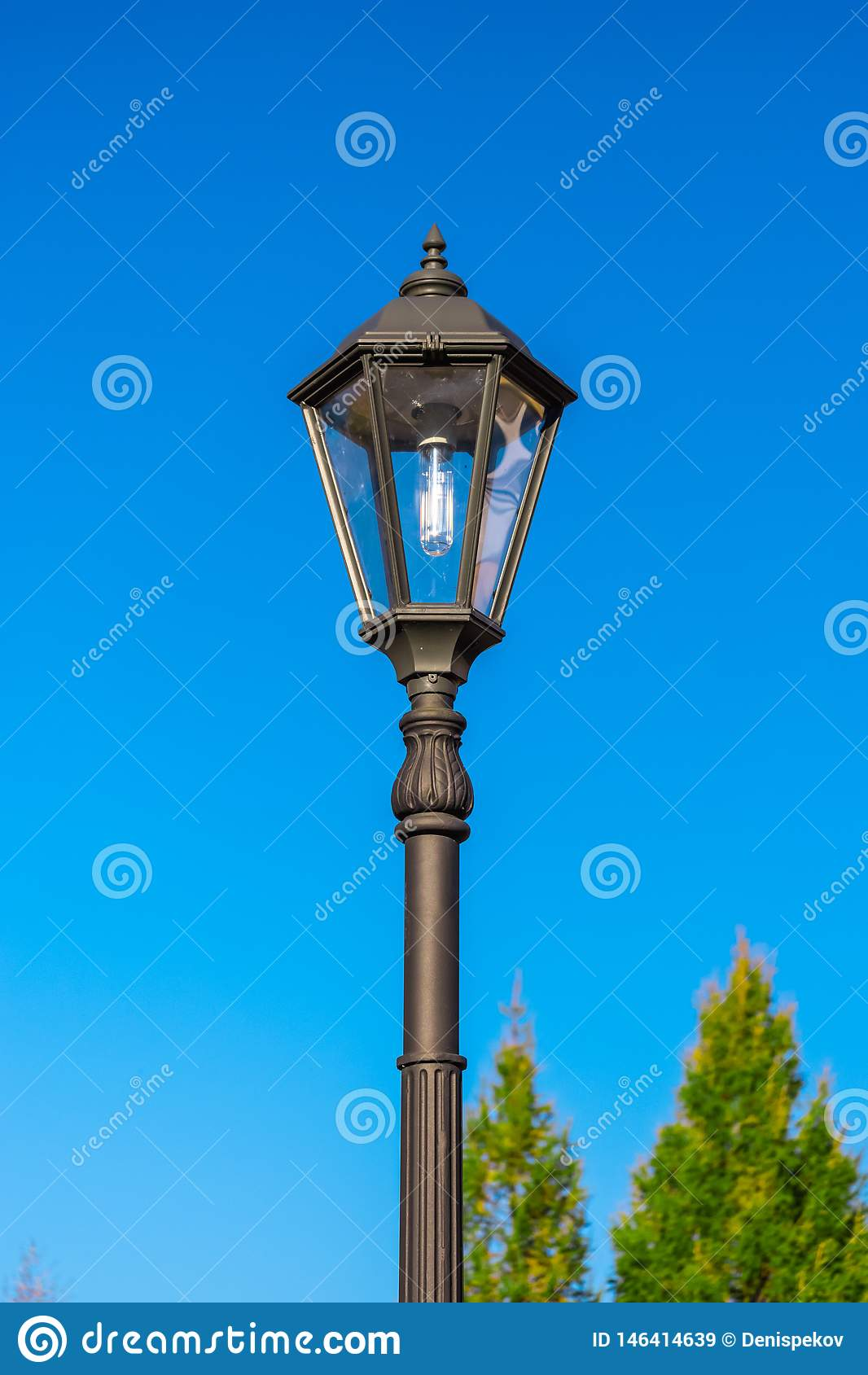 Lantaarn tegen de hemel