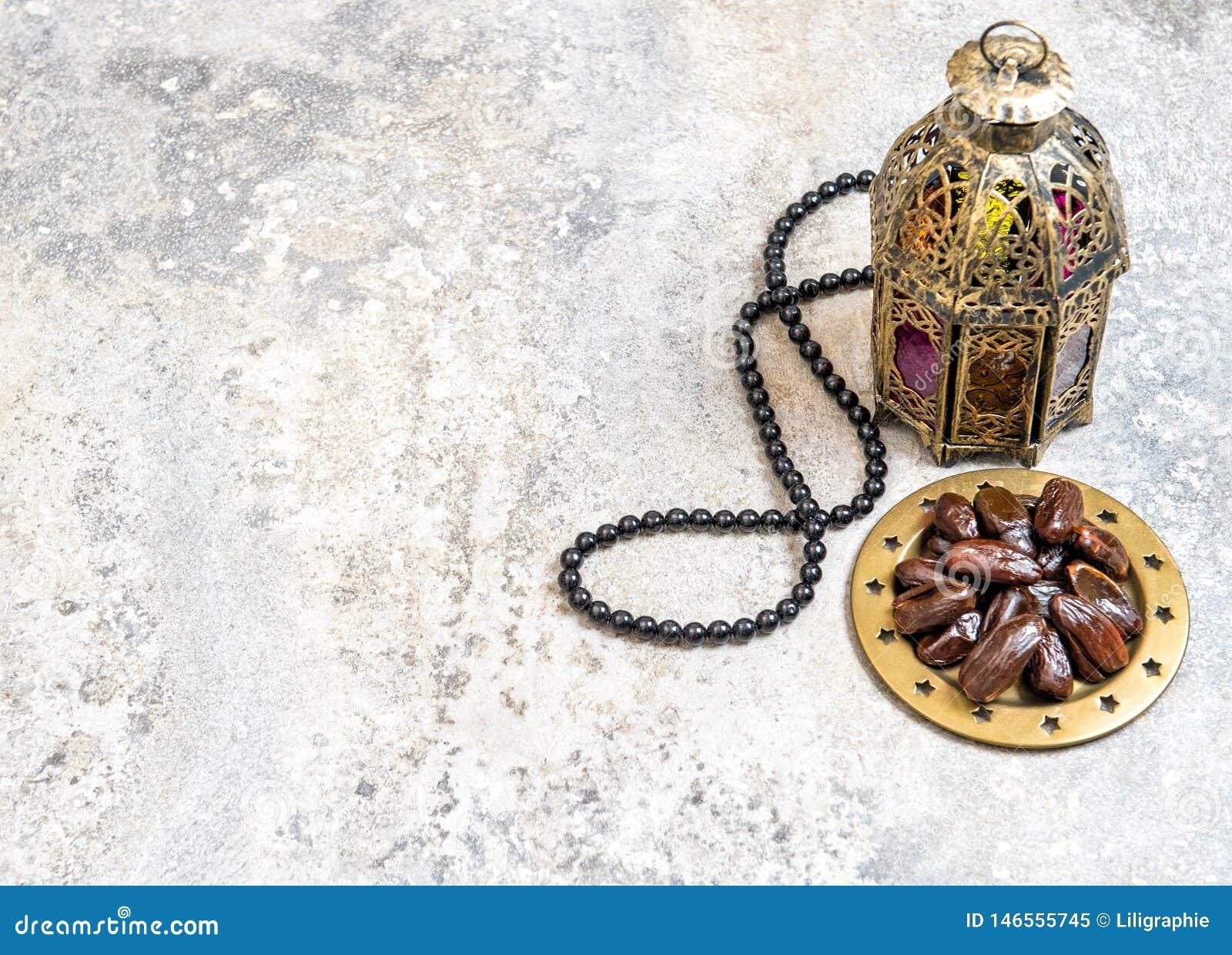 A lanterna árabe data a decoração da ramadã do rosário