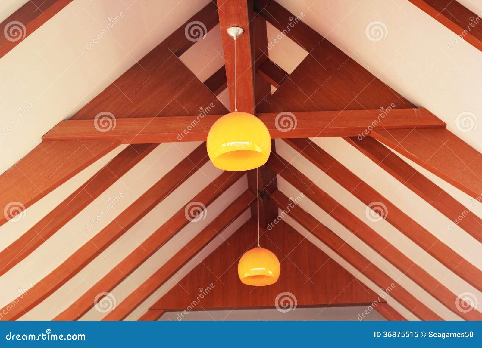 Download Lanterna Arancio Che Appende Con Il Legno. Immagine Stock - Immagine di alto, giorno: 36875515