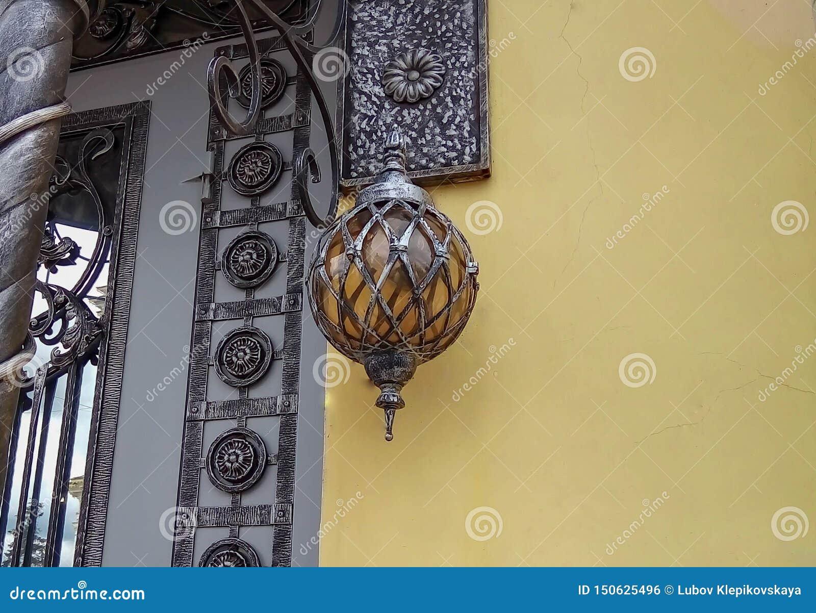 Lanterna bonita na entrada