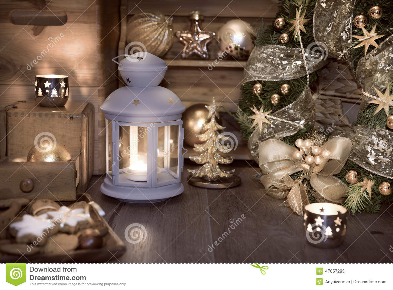 Decorare Candele Natale : Lanterna candele e decorazioni decorative di natale immagine