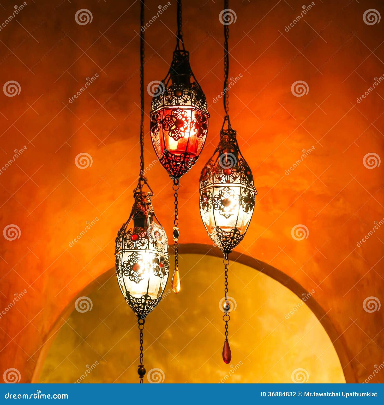 Download Lanterna D'ottone Con Fondo Vivo Fotografia Stock - Immagine di coltura, chiaro: 36884832