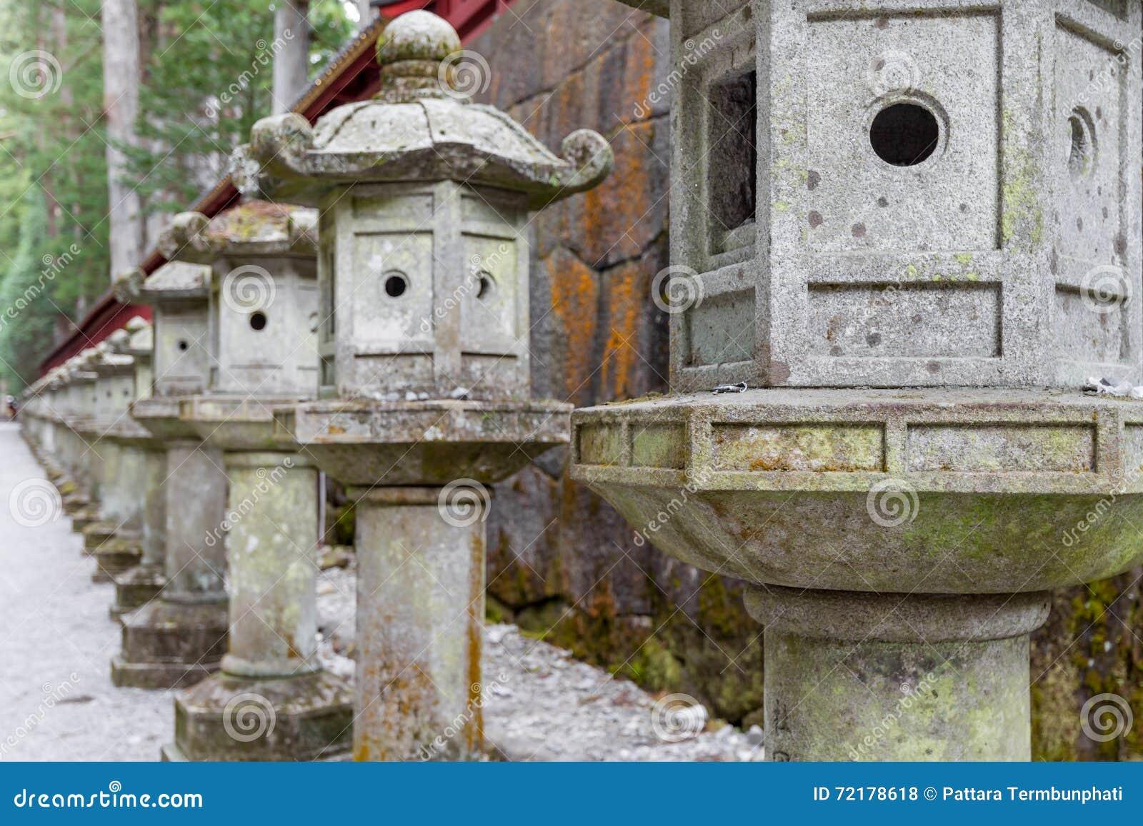 Lanterna di pietra della colonna