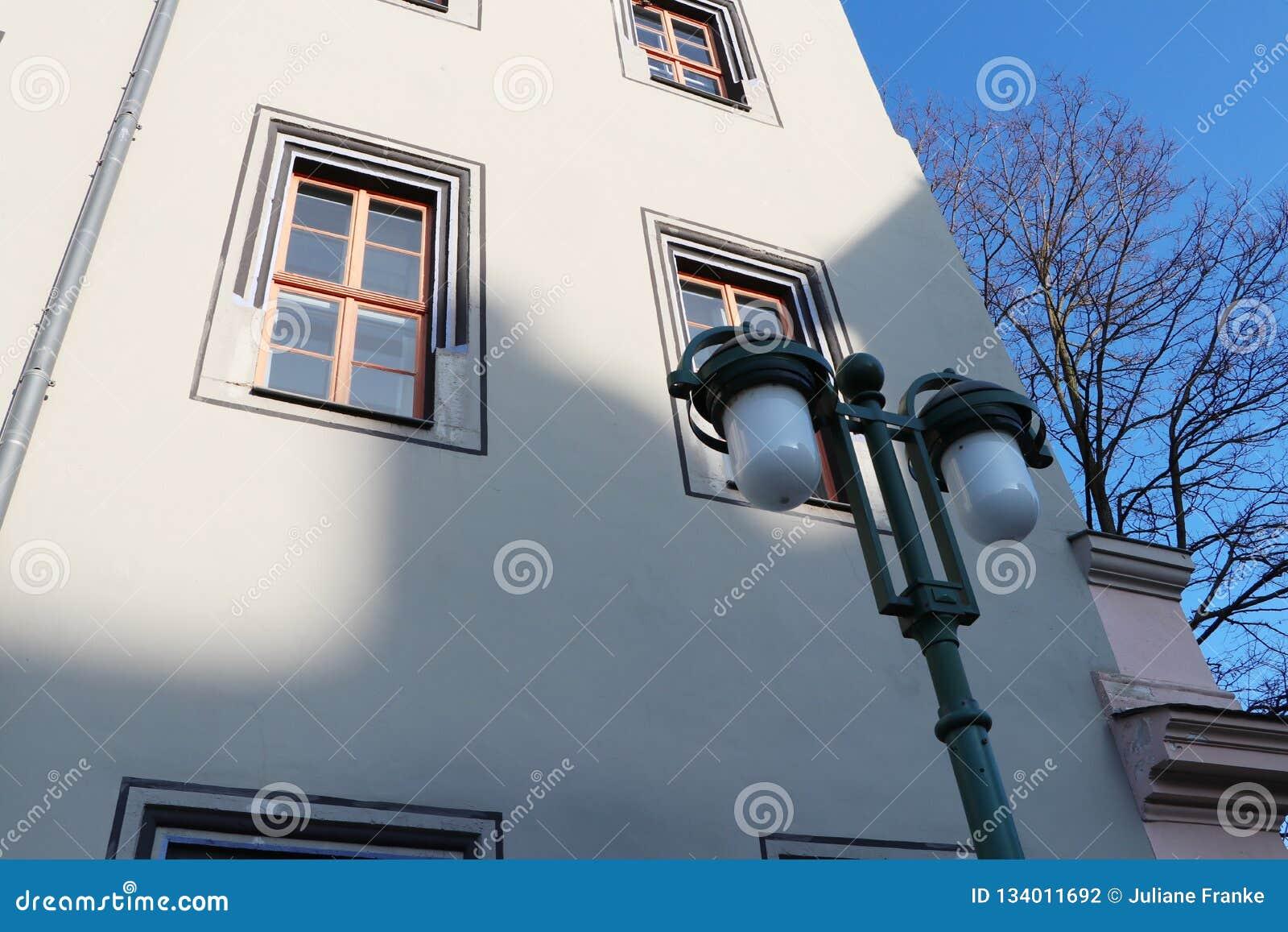 Lanterna histórica e arquitetura em weimar