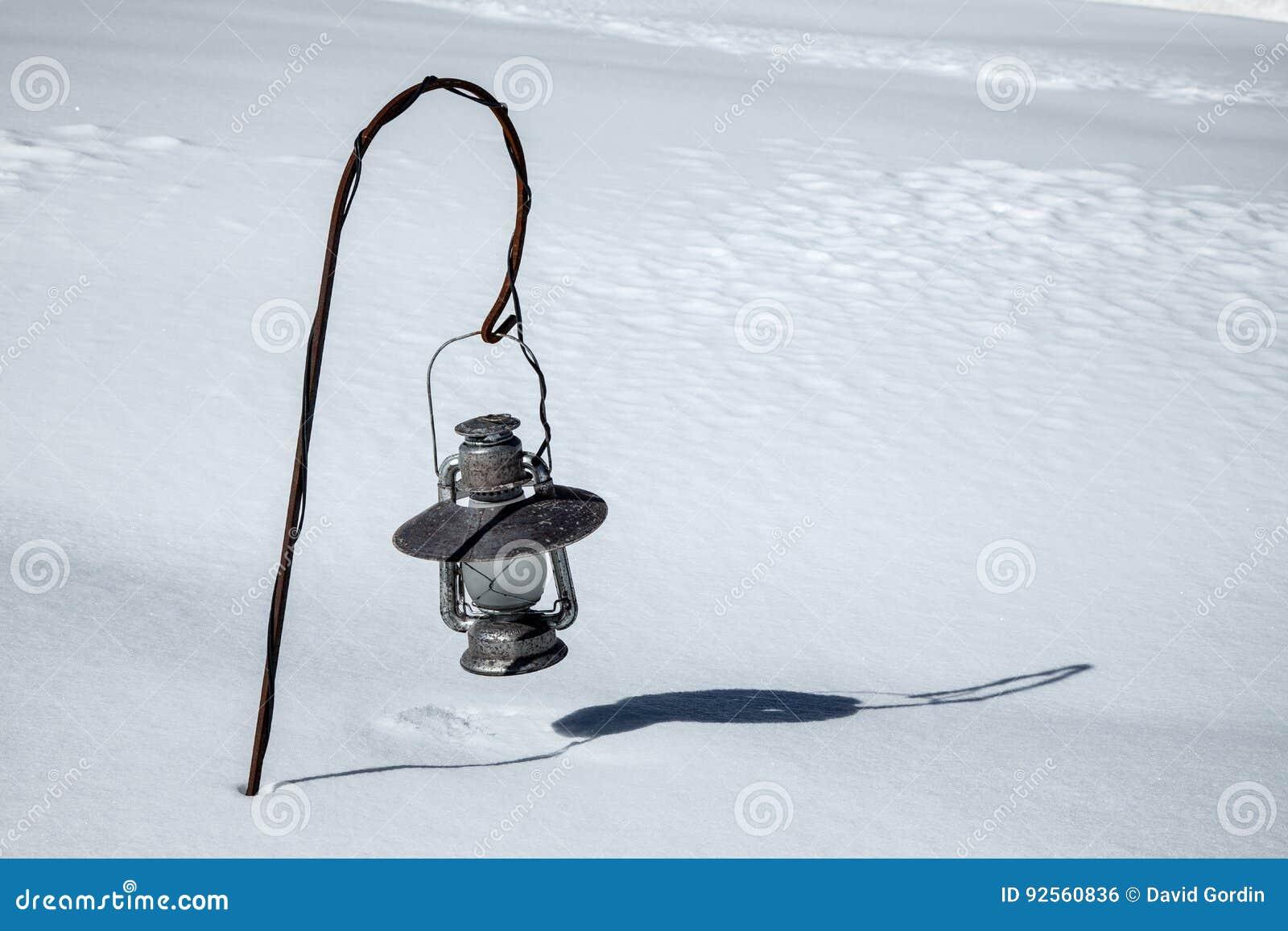 Lanterna sepolta dopo una grande neve