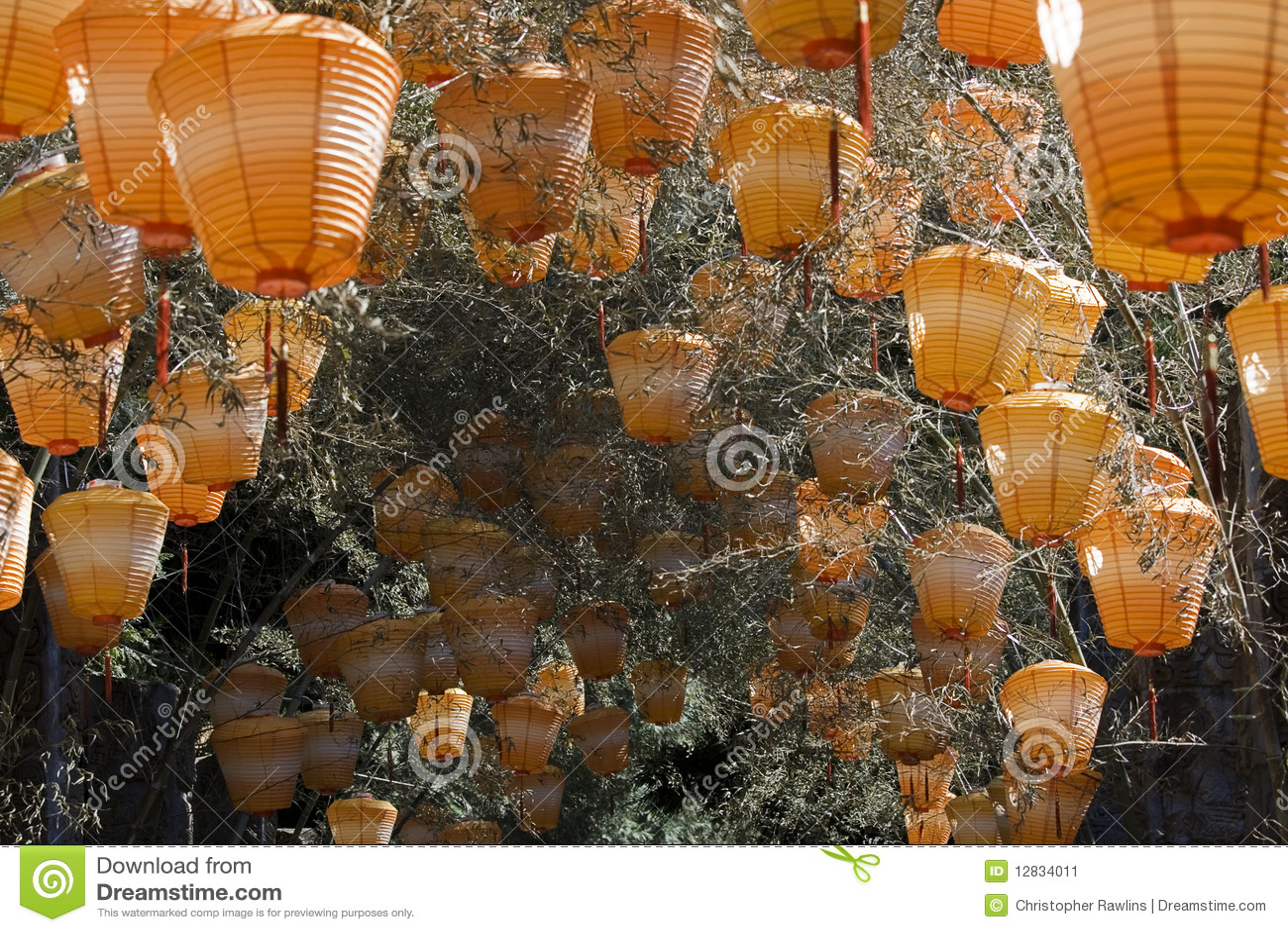 Lanternas chinesas alaranjadas